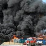 Des fumées qui semblent toxiques provenant le l'usine AK