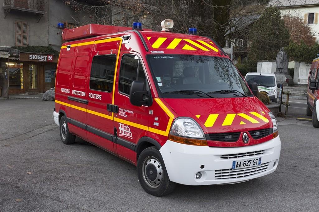 1280px-Service_Départemental_d'Incendie_et_de_Secours_-_Haute_Savoie_-_Renault_Master_II